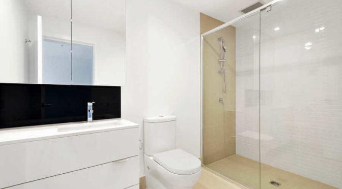 Jak czyścić szklane kabiny prysznicowe?